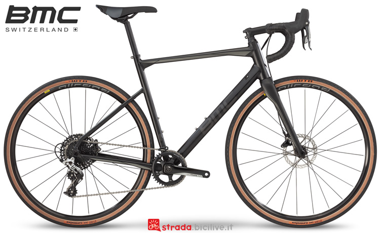 Una bicicletta BMC Roadmachine X My19