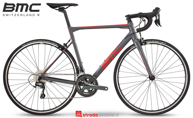 Una bici da strada BMC Teammachine ALR01 Two