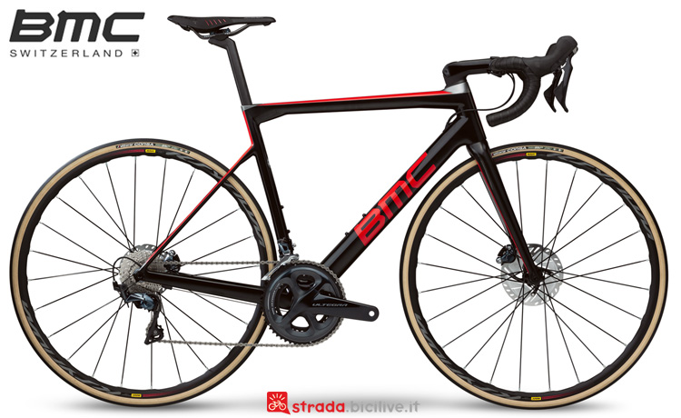Una bdc BMC Teammachine SLR01 Disc Four anno 2019