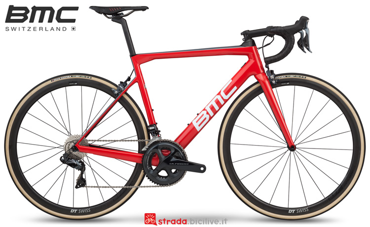 Una bici da corsa BMC Teammachine SLR01 Three 2019