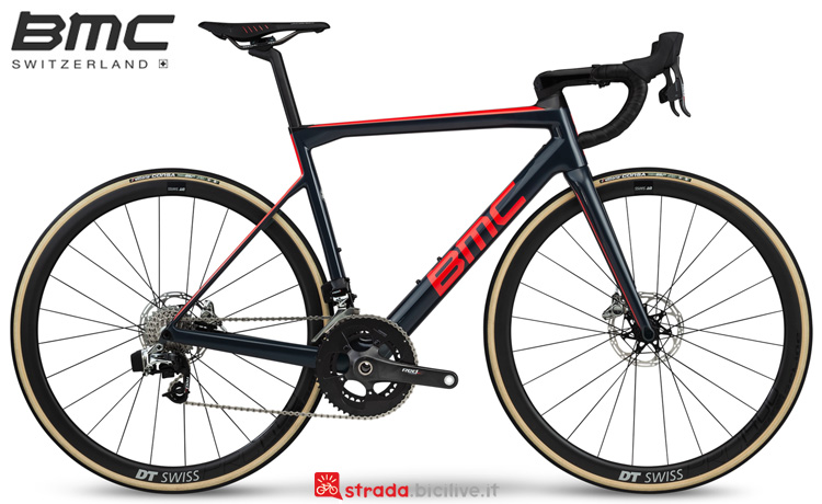 Una bici da corsa BMC Teammachine SLR01 Disc Two