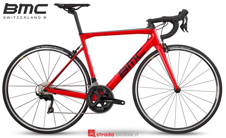 Una bicicletta da strada BMC Teammachine SLR02 Two anno 2019