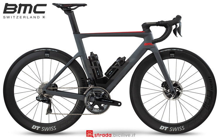 Una bici da corsa aero BMC Timemachine Road 01 One