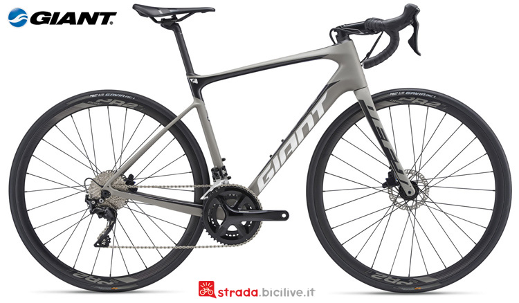 Una bicicletta da corsa Defy Advanced 2