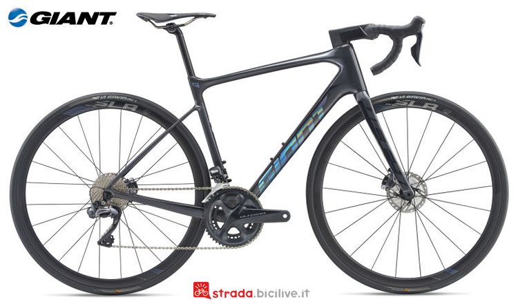 Una bici Giant Defy Advanced Pro 0