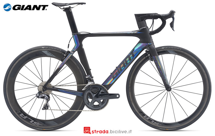 Una bici da corsa Giant Propel Advanced Pro 0
