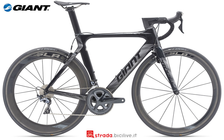 Una bicicletta da strada Giant Propel Advanced Pro 1