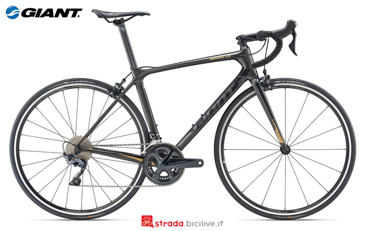 Una bicicletta da strada Giant TCR Advanced 1 King of Mountain