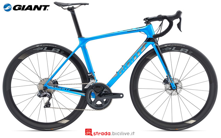 Una bici da corsa Giant TCR Advanced Pro 0 Disc