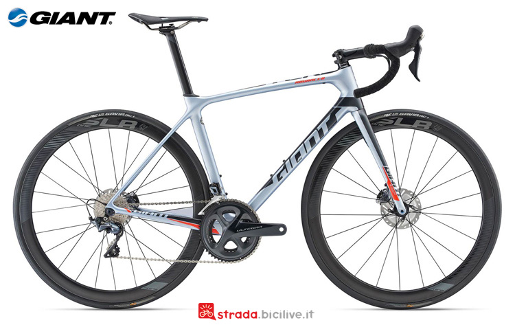 Una bicicletta da strada Giant TCR Advanced Pro 1 Disc