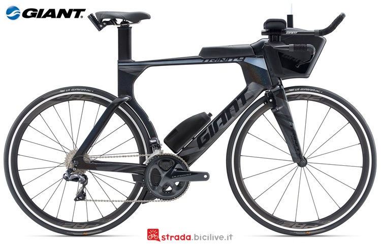 Una bicicletta da triathlon Giant Trinity Advanced Pro 1