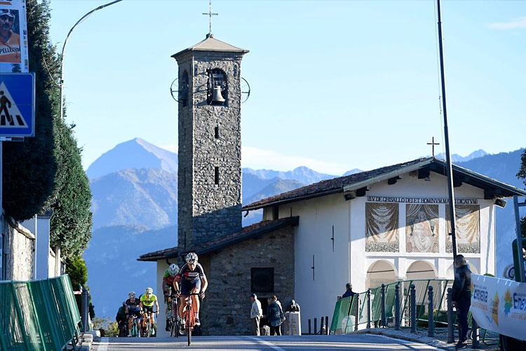 la salita alla Madonna del Ghisallo durante il Lombardia