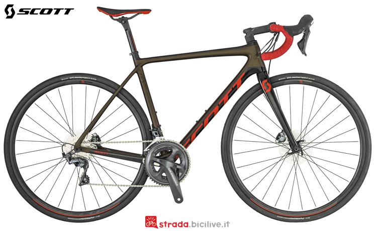 Una bicicletta da corsa Scott Addict RC 20 Disc 2019