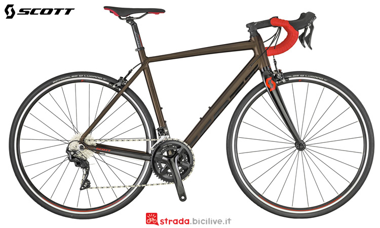 Una bicicletta per lunghe distanze Scott Speedster 10
