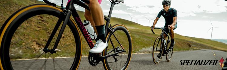 Due ciclisti su biciclette da corsa Specialized 2019