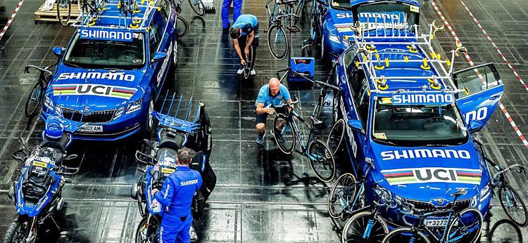 tecnico Shimano durante una manifestazione UCI