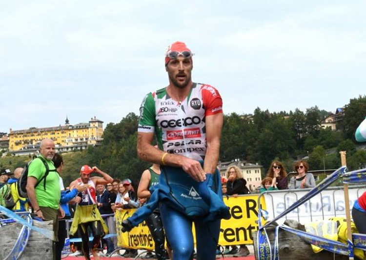 Alessandro Degasperi nella gara di triathlon Tri-Week Lavarone