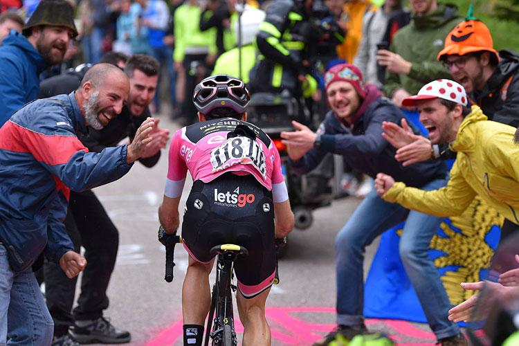Fan del Giro d'Italia in strada