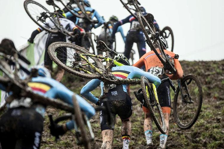 fasi di gara durante il campionato europeo di ciclocross
