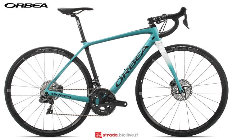 Una bicicletta per lunghe distanze Orbea Avant M20iTeam D-19 dalla gamma 2019