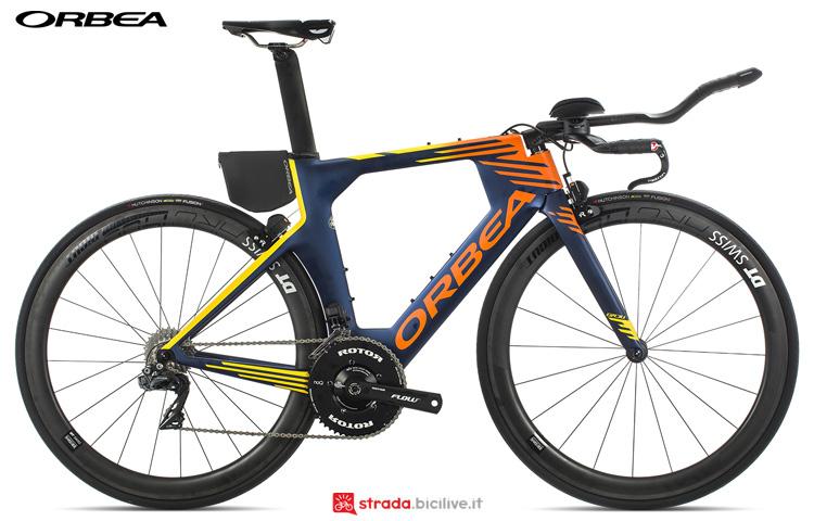 Una bicicletta da triathlon Orbea Ordu M10iTeam 19