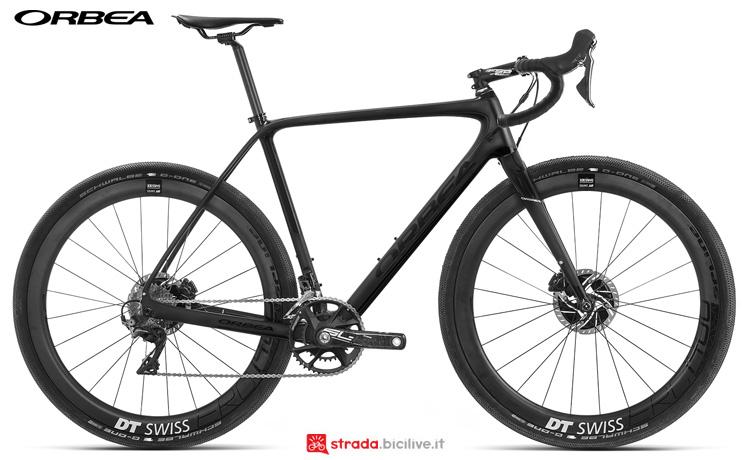 Una bicicletta gravel Orbea Terra M10 D-19