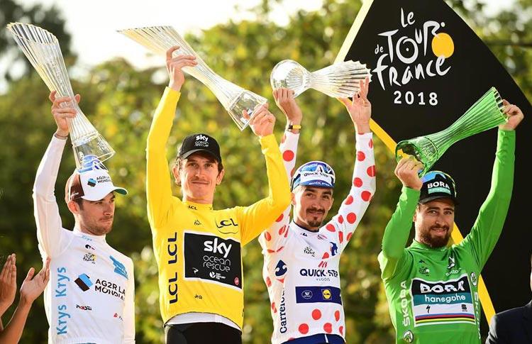 vincitore sul podio del Tour de France
