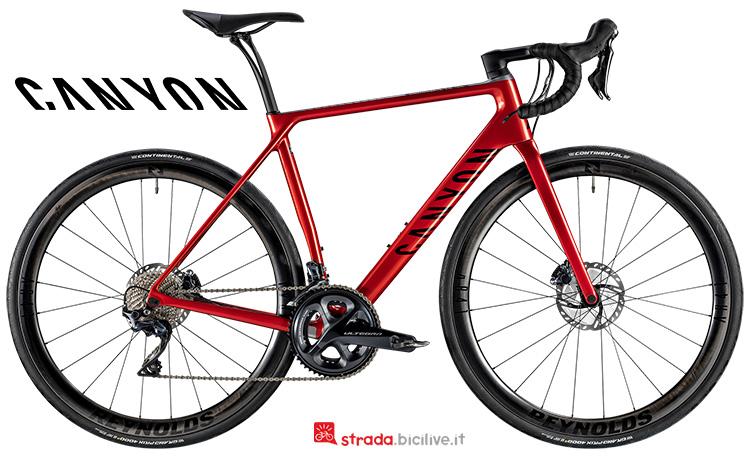 Una bici da corsa Canyon Endurace CF SL Disc 8.0 Aero 2019