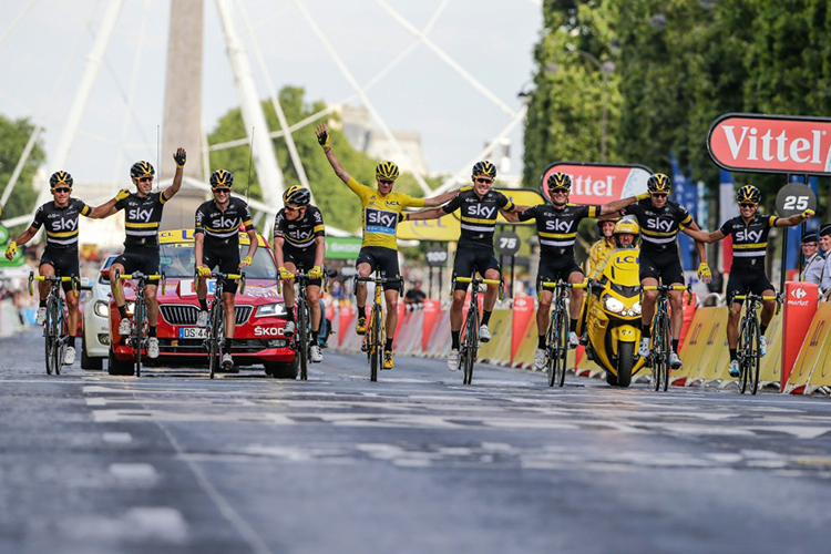 Chris Froome dopo la vittoria del tour de france 2016