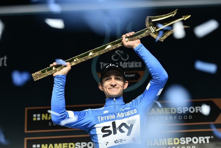Michal Kwiatkowski mentre festeggia la vittoria della Tirreno Adriatico 2018