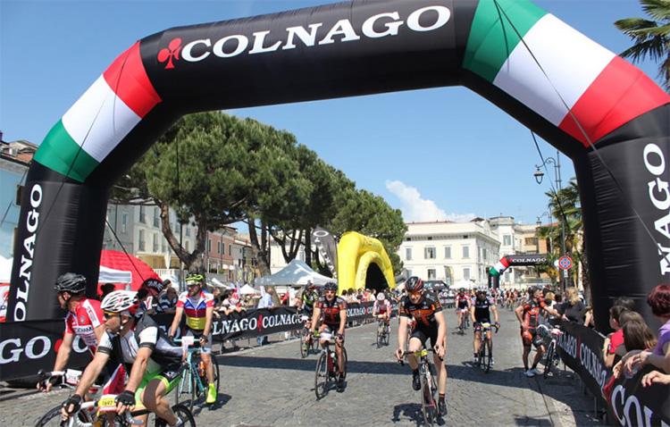 Arrivo del granfondo Colnago Cycling