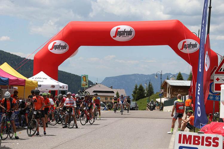 Immagine della partenza granfondo Sportful Dolomiti Race