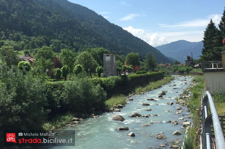 fiume Sarca visto dalla ciclabile della Valrendena