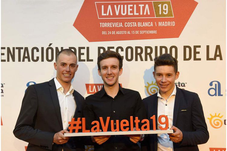 Enric Mas, Simon Yates e Miguel Angel Lopez alla presentazione della Vuelta 2019