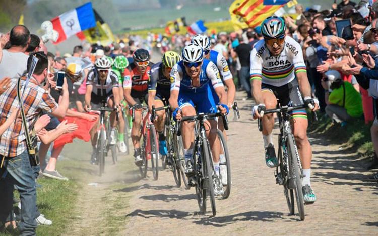 momenti durante la gara Giro delle Fiandre e Parigi-Roubaix UCI World Tour