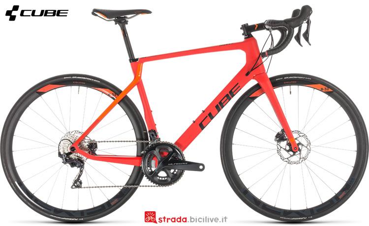 Una bicicletta da corsa Cube Agree C:62 Race Disc gamma 2019