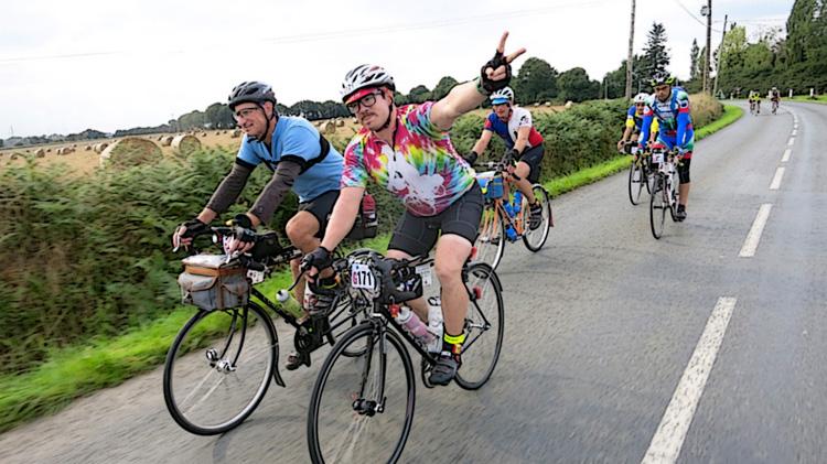Ciclisti in sella nel corso di una randonnée