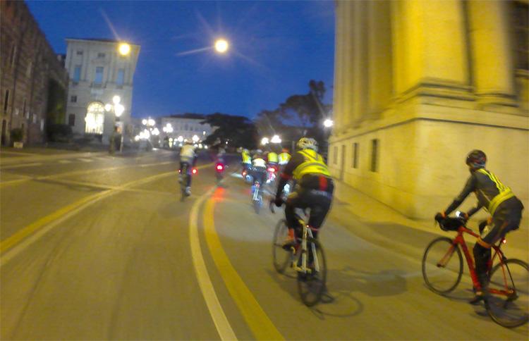 Ciclisti in strada a Verona