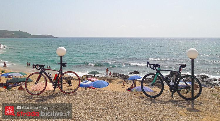 vista della spiaggia durante il giro del mare in Sardegna