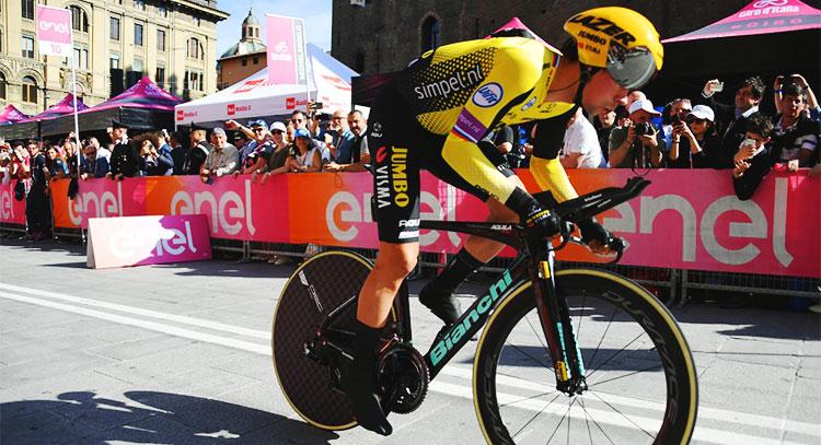 Primoz Roglic durante la prima tappa del giro d'italia 2019