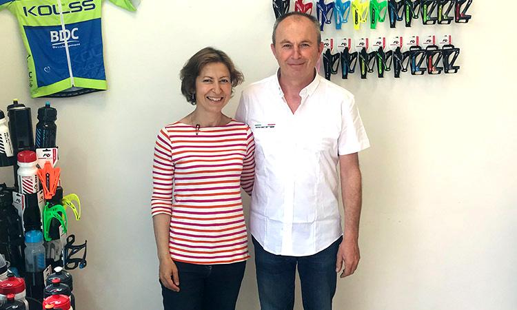 Germano Mozzato con la moglie all'interno di un punto vendita