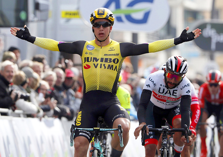 Dylan Groenewegen esulta per una vittoria di tappa al Tour de France 2018