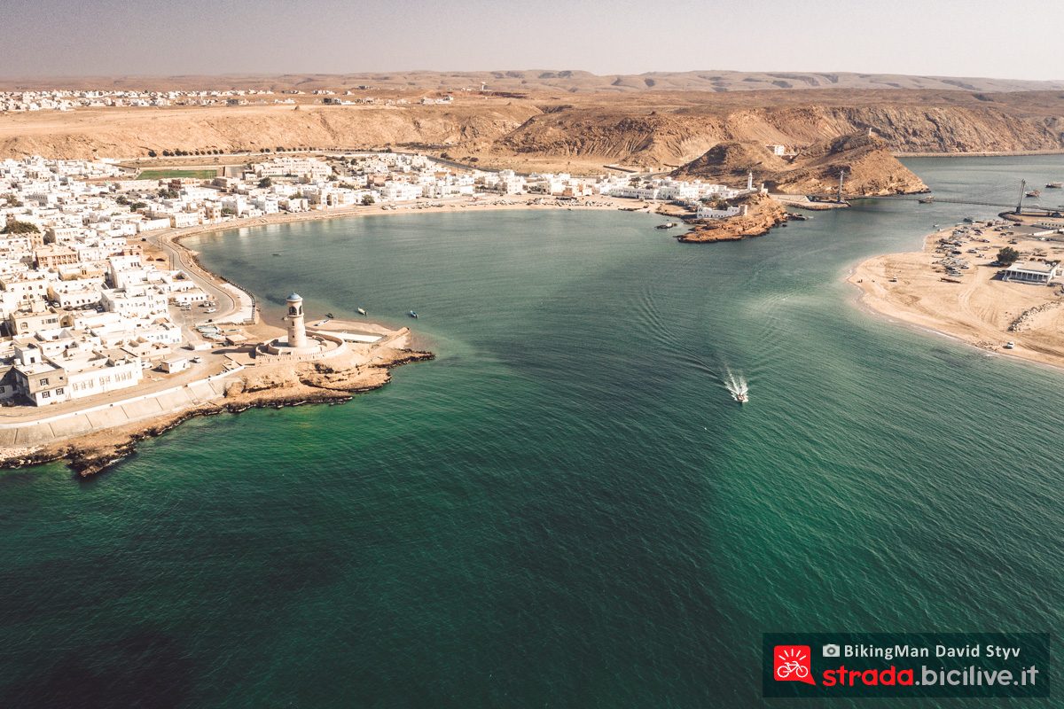 Una città portuale in Oman sul percorso del Biking Man 2019