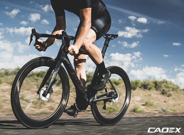 bici strada con componenti cadex 2019