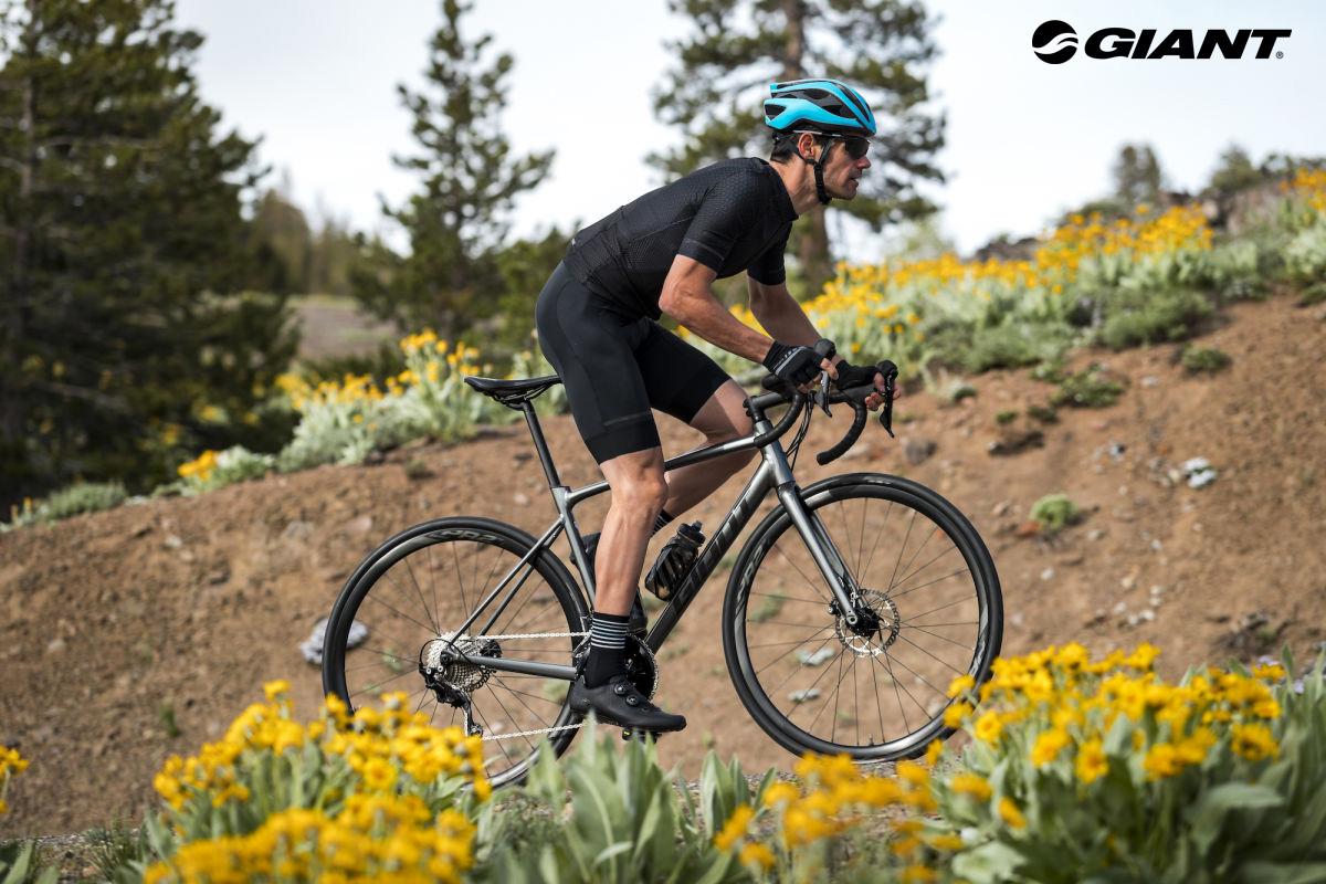 bici Giant Contend 2020 in azione