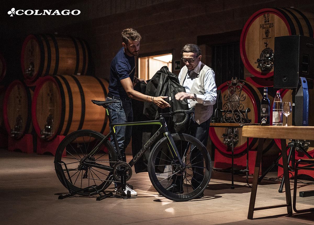 Presentazione a Montalcino nella tenuta Ciacci Piccolomini d'Aragona la nuova bici da strada Colnago V3Rs