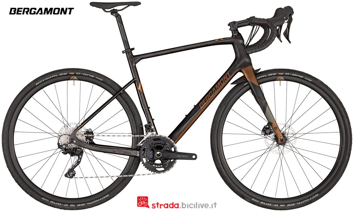 Una bici da strade bianche Bergamont Grandurance Expert 2020