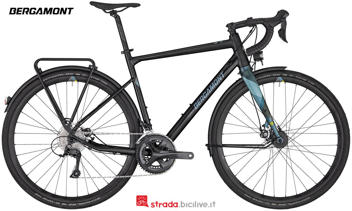 Una bicicletta Bergamont Grandurance RD 5 anno 2020