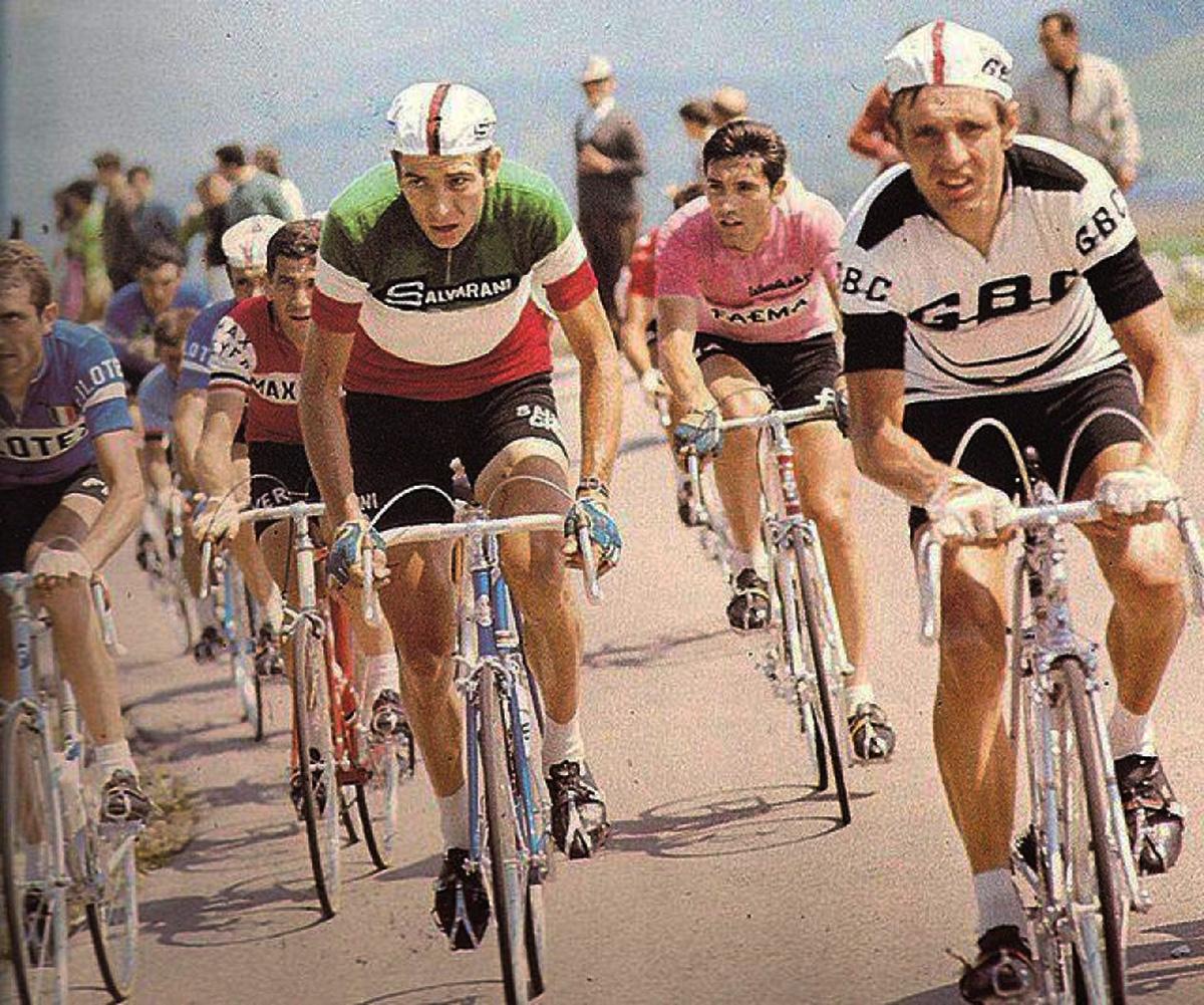 Eddy Merckx partecipa al Giro d'Italia 1968 indossando la Maglia Rosa per 13 giorni