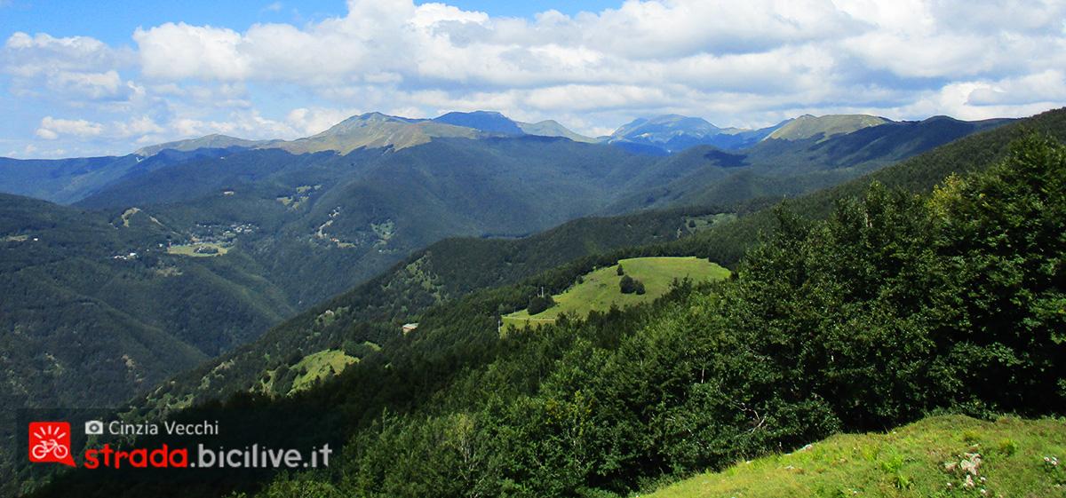 Panorama da San Pellegrino in Alpe vista sulle Alpi Apuane e dell'appennino